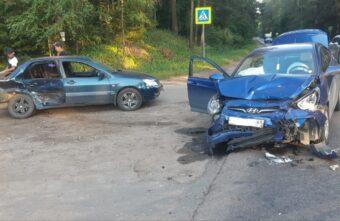 Две иномарки не поделили дорогу под Тверью, есть пострадавший