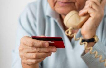 Почти 3 миллиона рублей мошенники украли у тверской пенсионерки