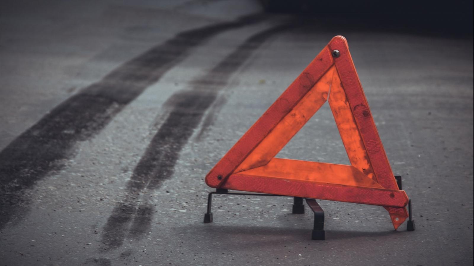 Мотоциклист сломал ногу, оказавшись на пути легковушки в Тверской области