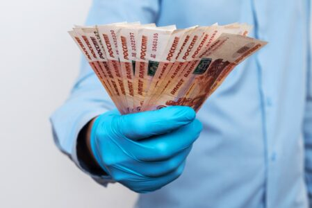Вакцинированные жители Тверской области могут выиграть по 100 тысяч рублей