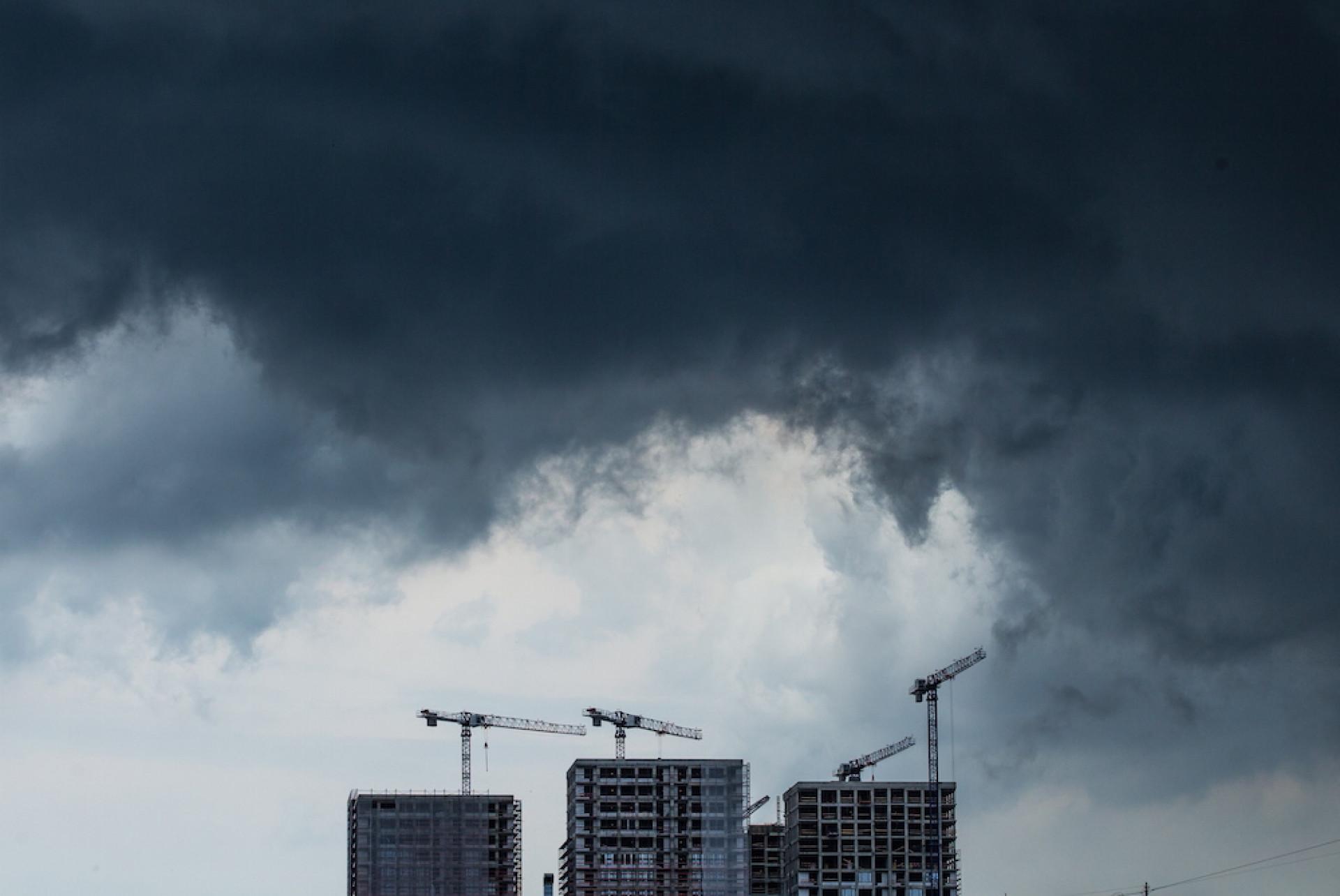 Спасатели предупреждают: сильнейший ветер и гроза уже на пороге Тверской области