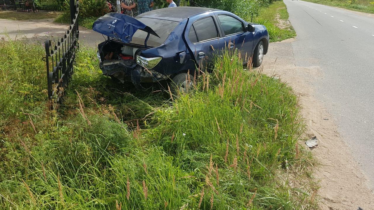 Мотоциклист сломал ногу в столкновении с автомобилем в Тверской области