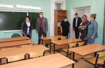 Глава Торопецкого района проверил все кабинеты школы перед началом учебного года