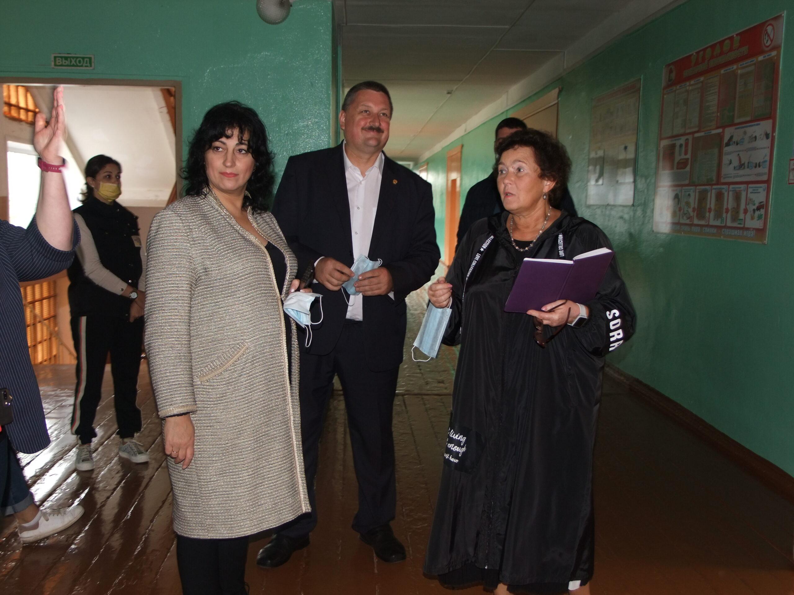 Депутаты и родители оценили готовность школ к учебному году в Тверской области