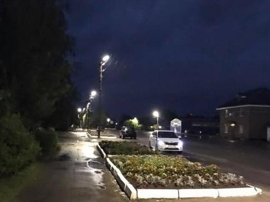 В Оленино восстанавливают уличное освещение после урагана