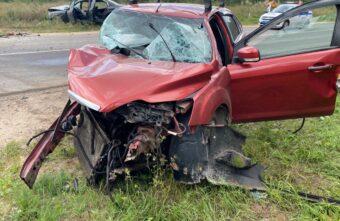 Под Тверью погиб пассажир иномарки, ещё несколько человек пострадали