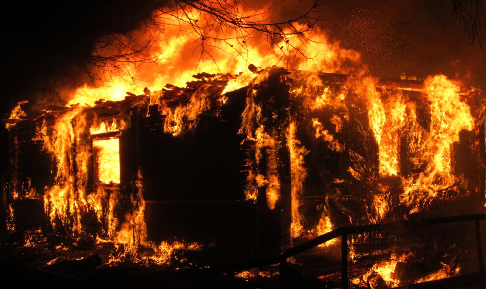 Ночью в Тверской области дотла сгорел жилой дом