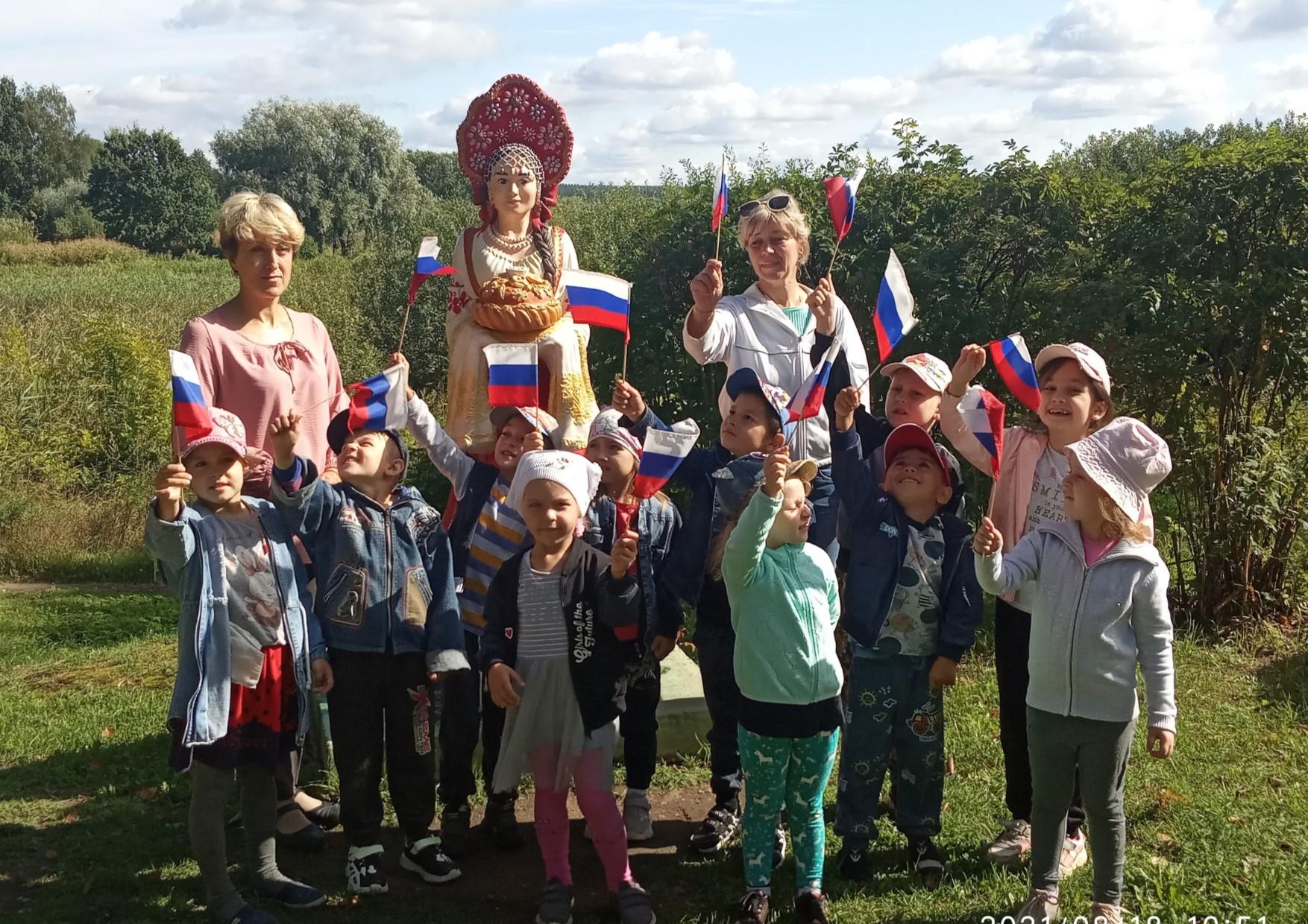 В Торопецком районе к празднику собирали флаги