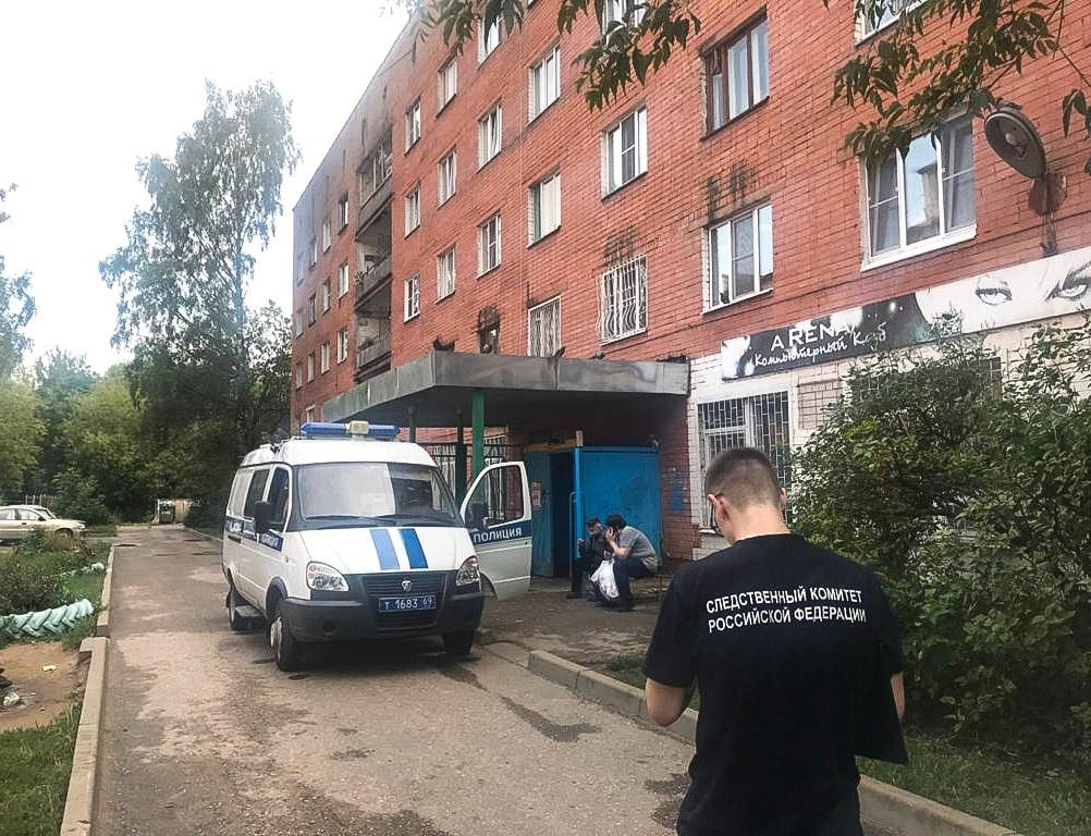 В Твери выпала из окна 5 этажа трёхлетняя девочка