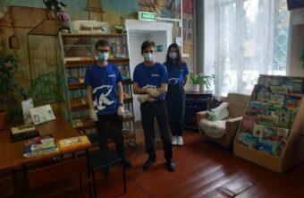 Тверские волонтеры подарили книги детской библиотеке имени Афанасия Никитина