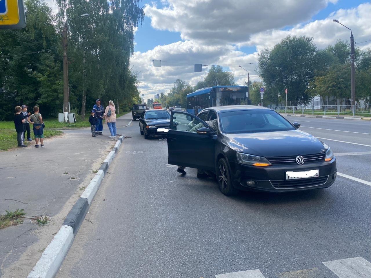 Из-за проблем со здоровьем водитель легковушки попал в аварию в Твери