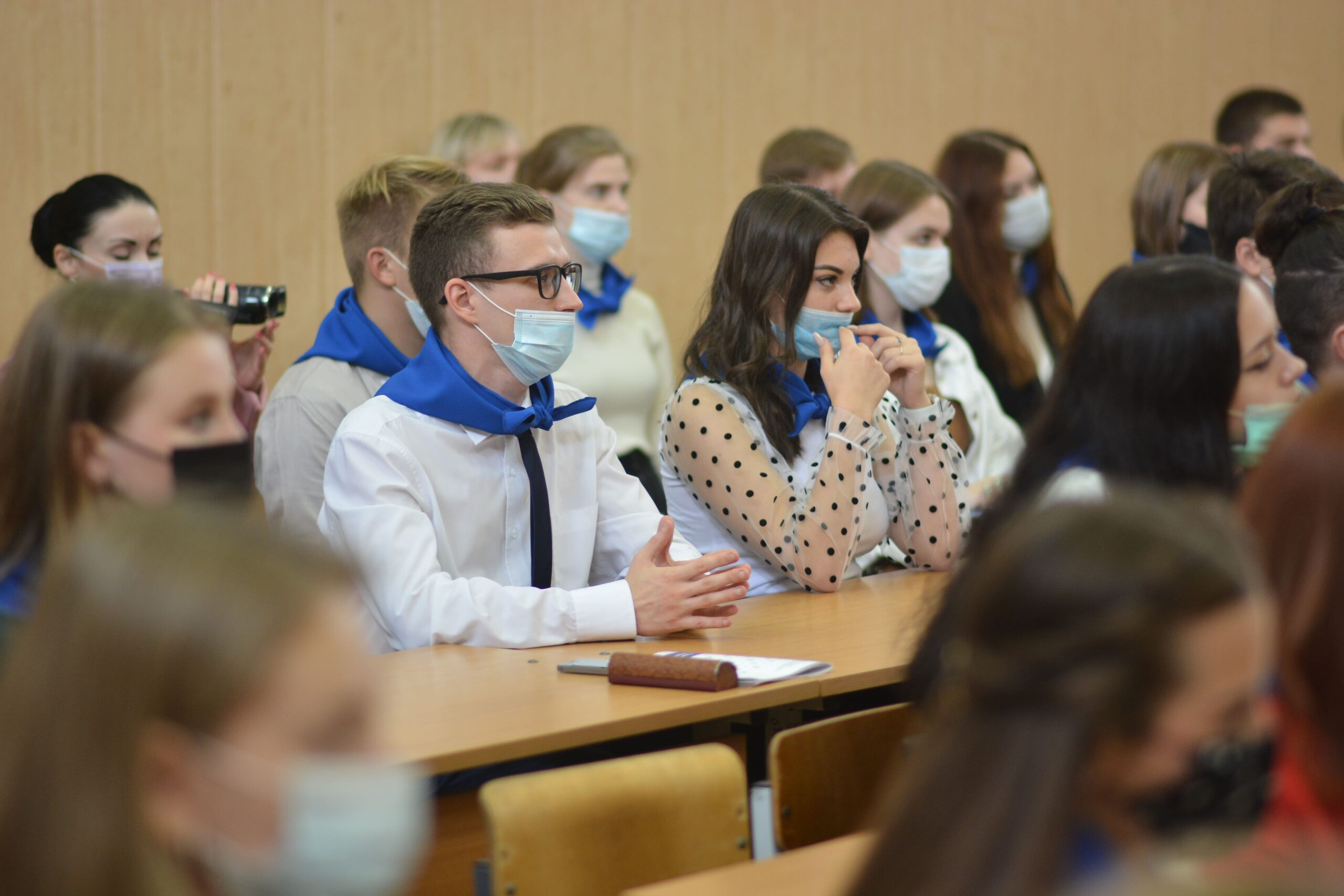 День знаний в Твери: Владимир Васильев цитировал Марка Твена и признался, что полюбил учебу благодаря родителям