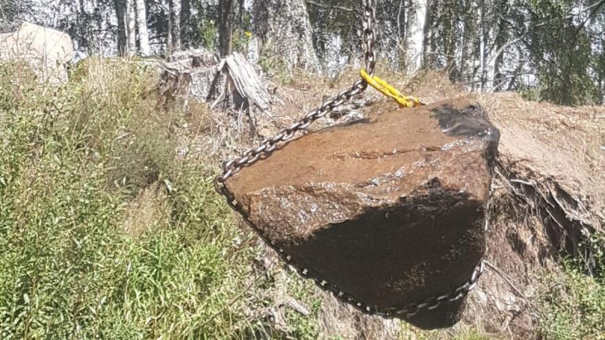 Завал камней чуть не поменял русло реки в Тверской области