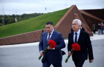 Игорь Руденя и Владимир Васильев в День окончания Второй мировой войны почтили память советских воинов