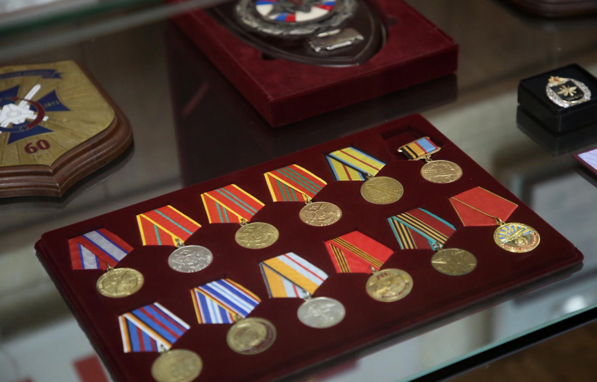 Губернатор Игорь Руденя вручил награды военнослужащим Тверского территориального гарнизона