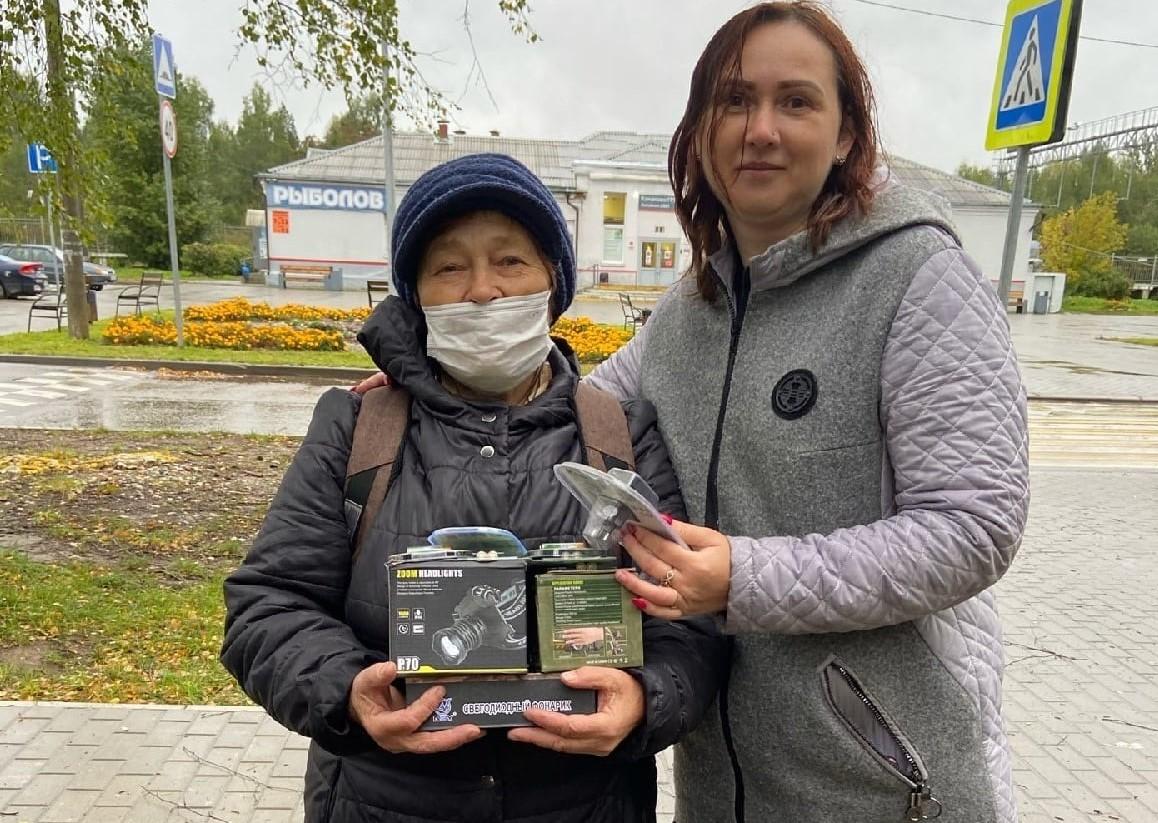 Спасённая в лесу Тверской области женщина сделала волонтёрам подарок