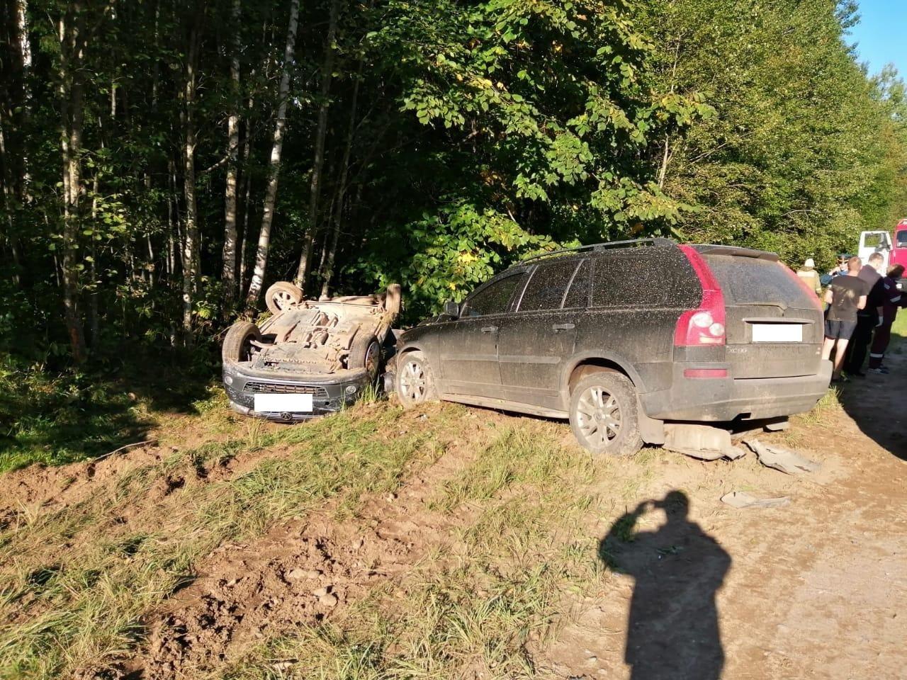 Три человека пострадали в аварии на трассе М-9 в Тверской области