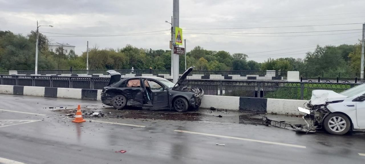 """17-летний пассажир пострадал в ДТП на """"встречке"""" в Твери"""