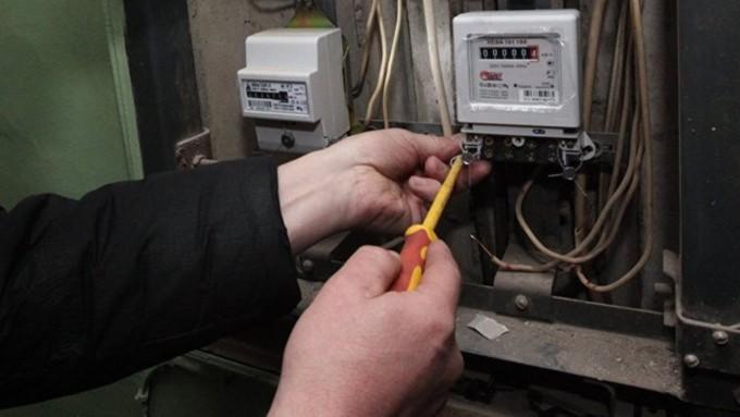Житель Тверской области воровал электричество у соседей