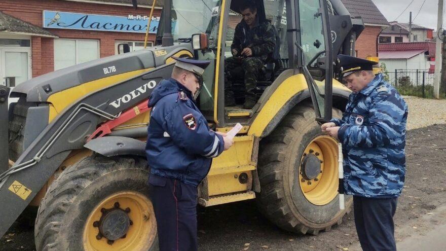 Самоходную технику проверяли инспекторы в Лихославльском районе