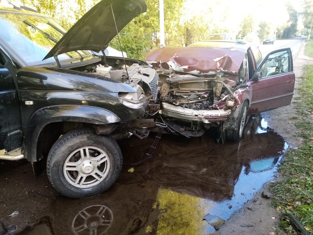В Твери из-за выехавшего на встречку водителя BMW пострадали трое
