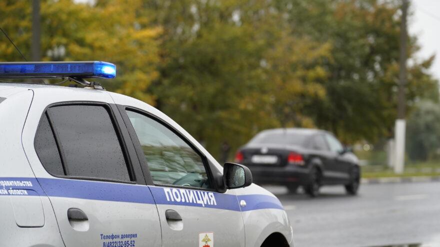 В Тверской области водитель автомобиля сбил пьяного велосипедиста и скрылся