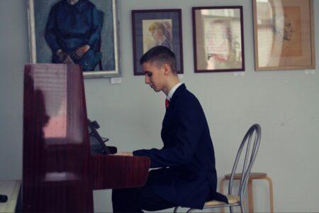 Пианист из Тверской области предложил слушателям поспать под новый кавер