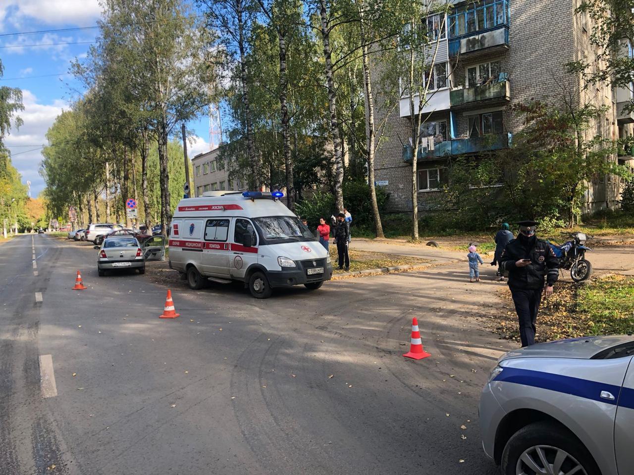 Мотоциклиста срочно доставили в больницу после аварии с иномаркой в Твери