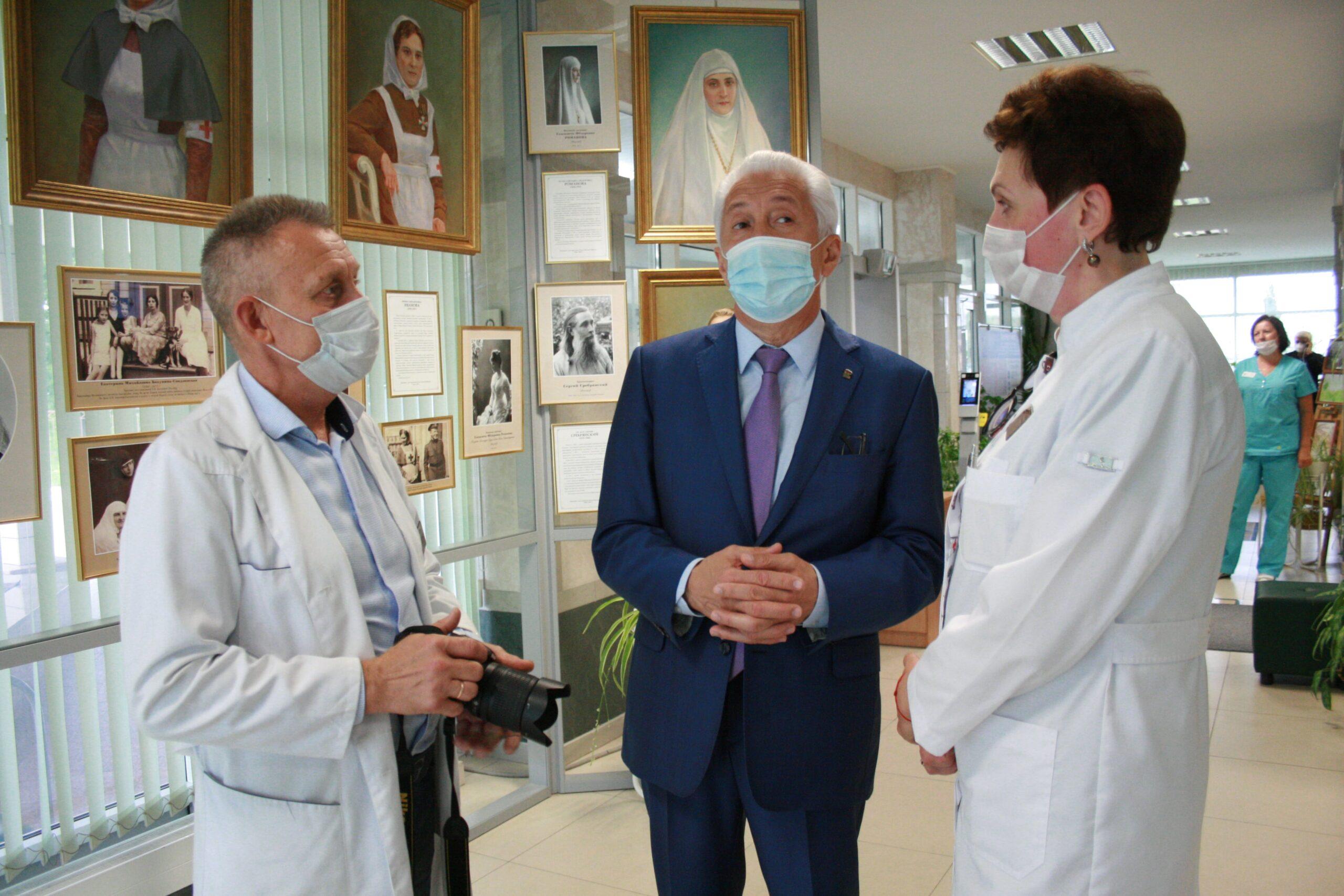 Наука на страже демографии: Владимир Васильев побывал в перинатальном центре