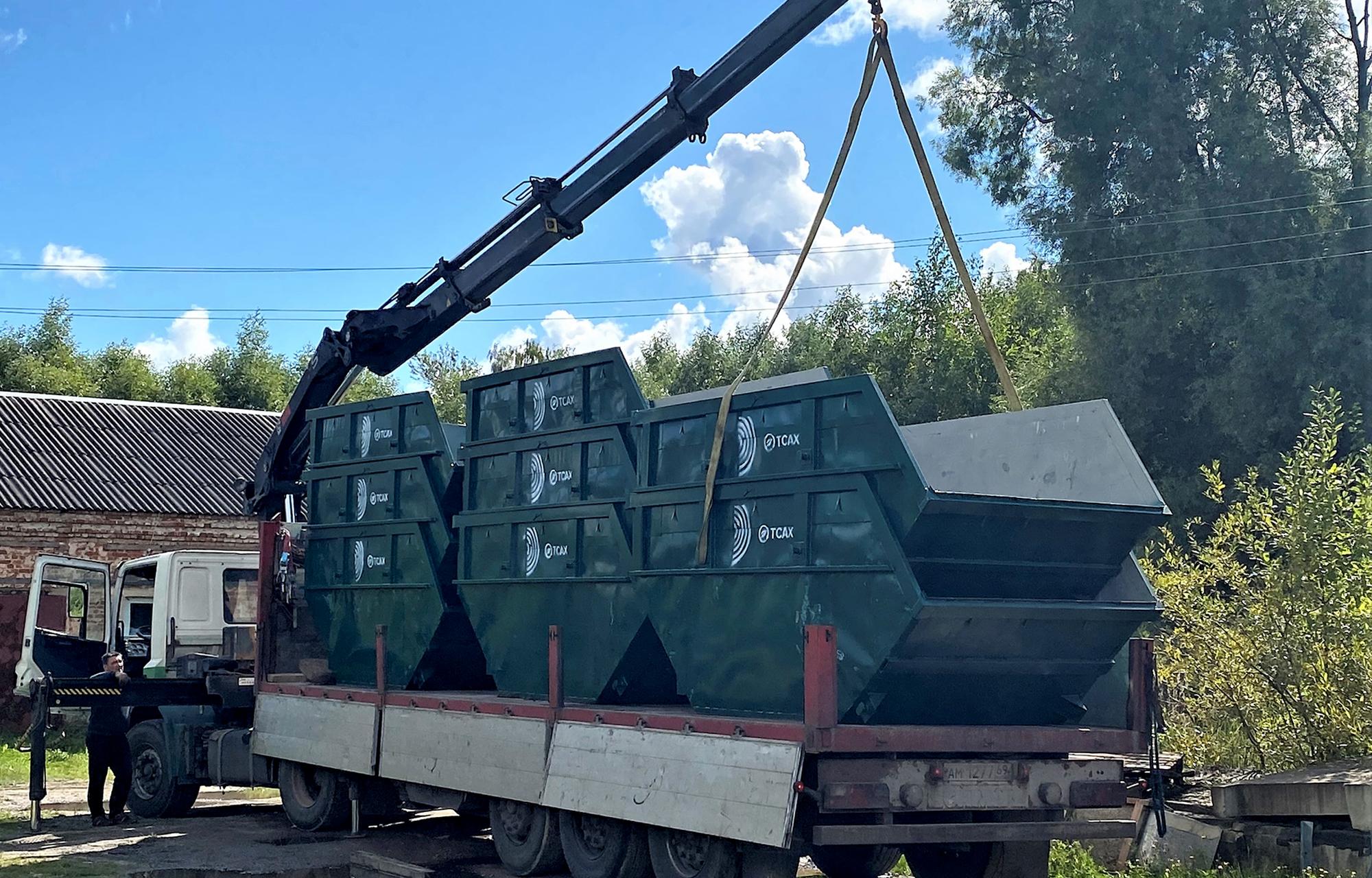 В город Ржев Тверской области привезли новые контейнеры для сбора мусора