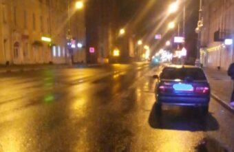 В Твери машина сбила пьяного молодого мужчину