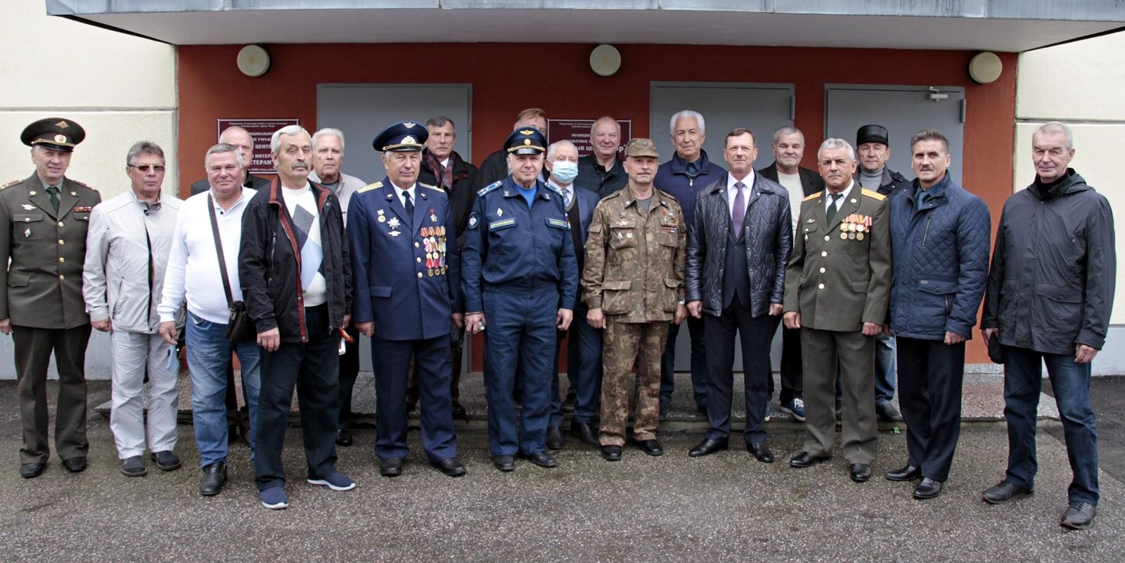 Потенциал отставных офицеров должен найти применение: Владимир Васильев пообщался с ветеранами вооруженных сил