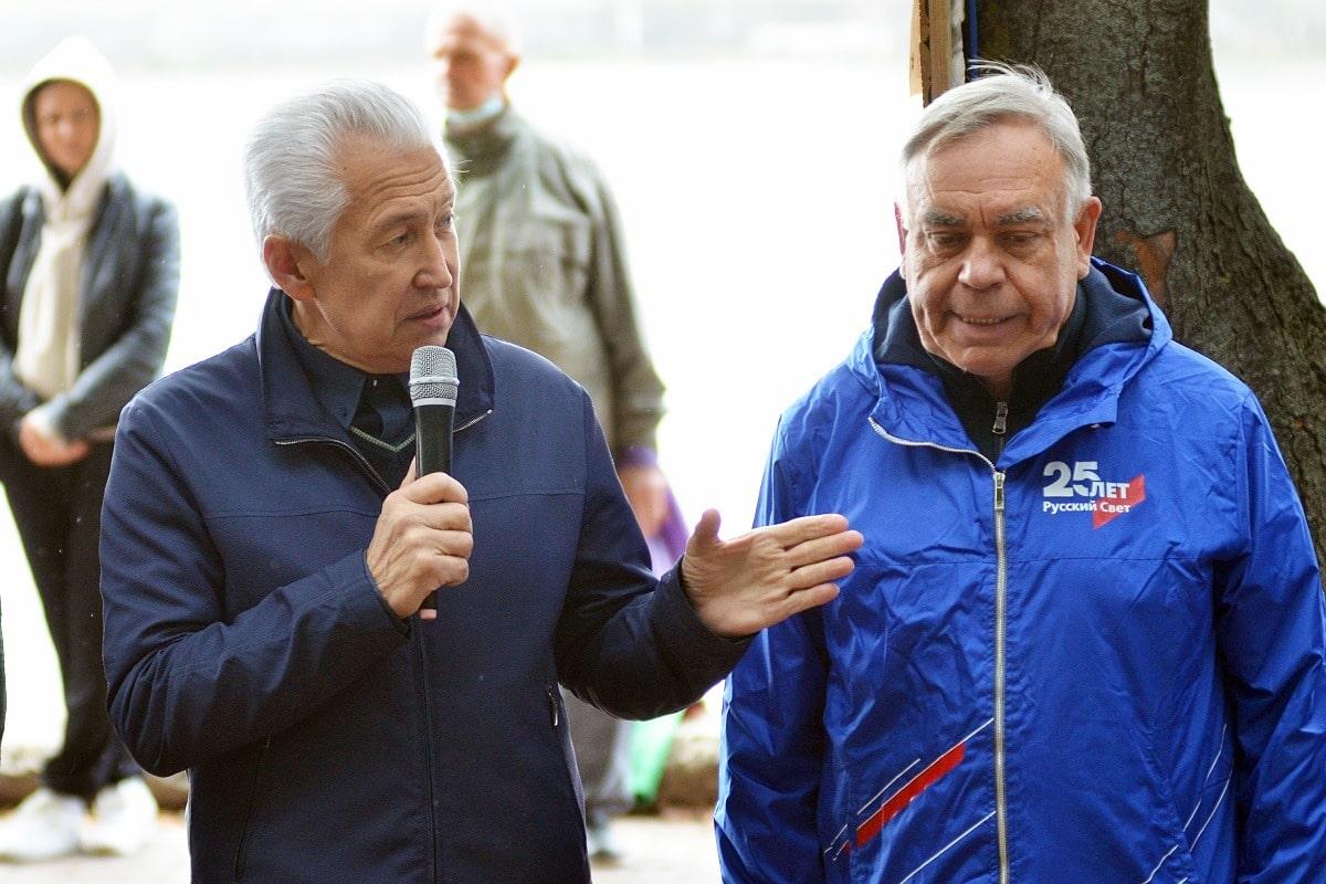 Олимпийские надежды: Владимир Васильев приветствовал гребцов