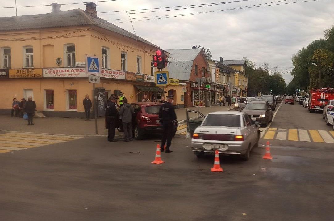 "6-летний ребёнок пострадал в столкновении ВАЗа и ""Ниссана"" в Твери"