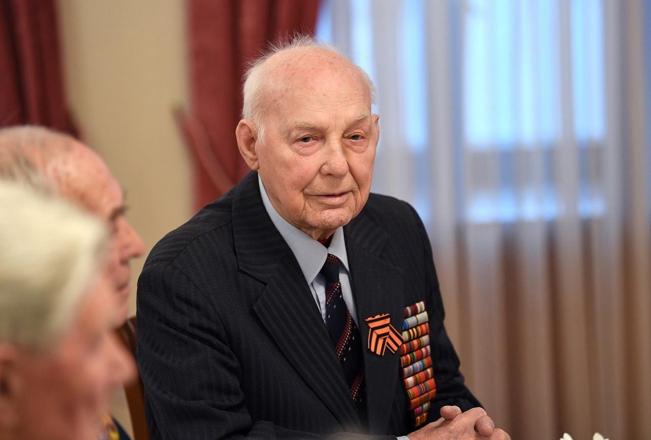Фронтовик Иван Афанасьев отмечает в Твери 96-летие
