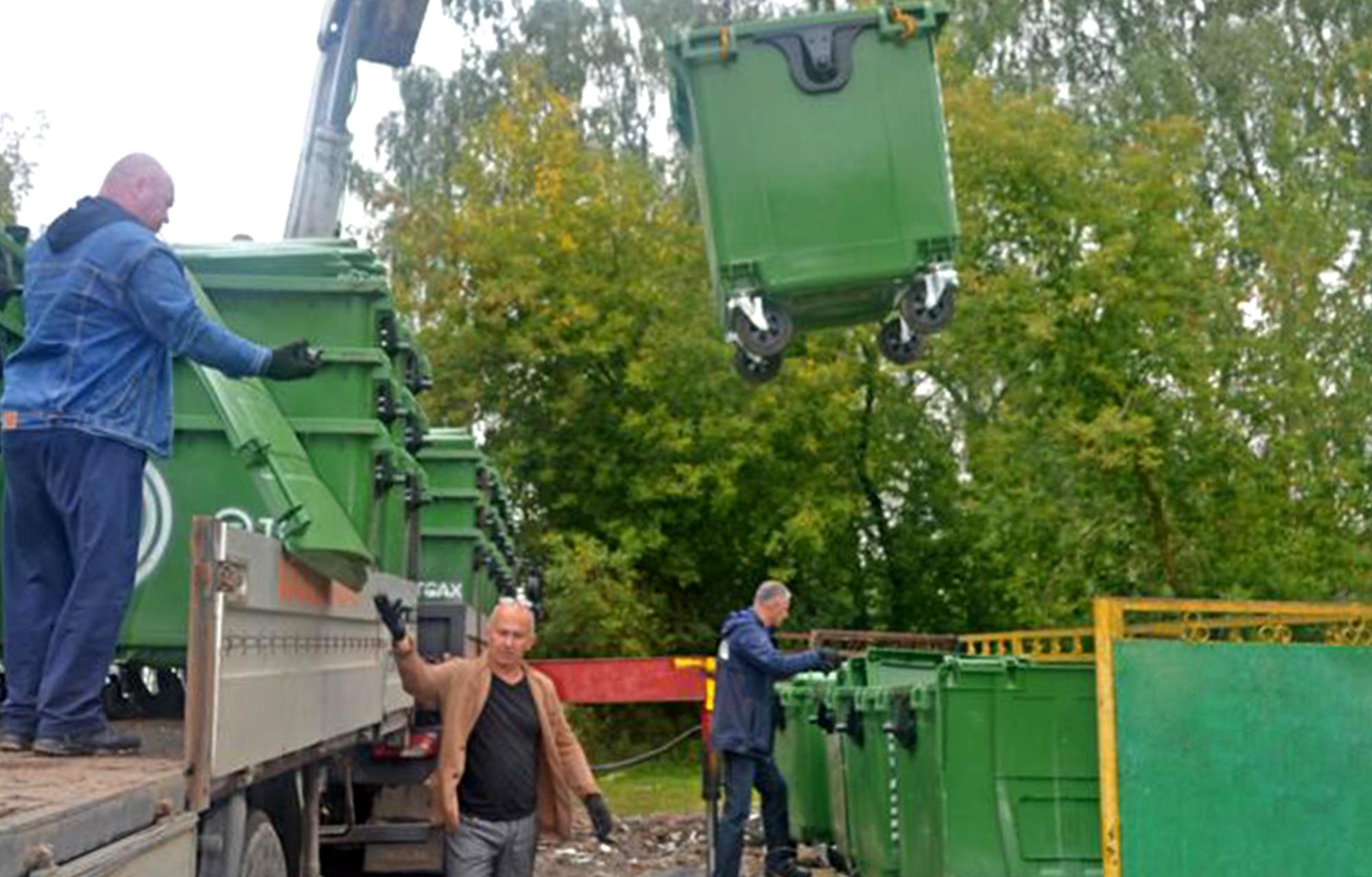 В Конаково Тверской области привезли 50 новых контейнеров для сбора мусора