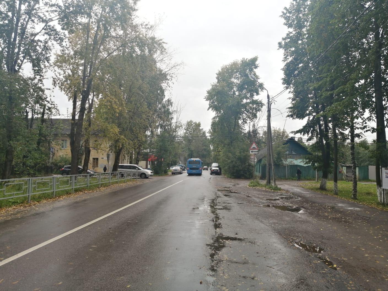 """В Твери """"Hyundai"""" столкнулся с автомобилем """"Lada"""", есть пострадавшие"""