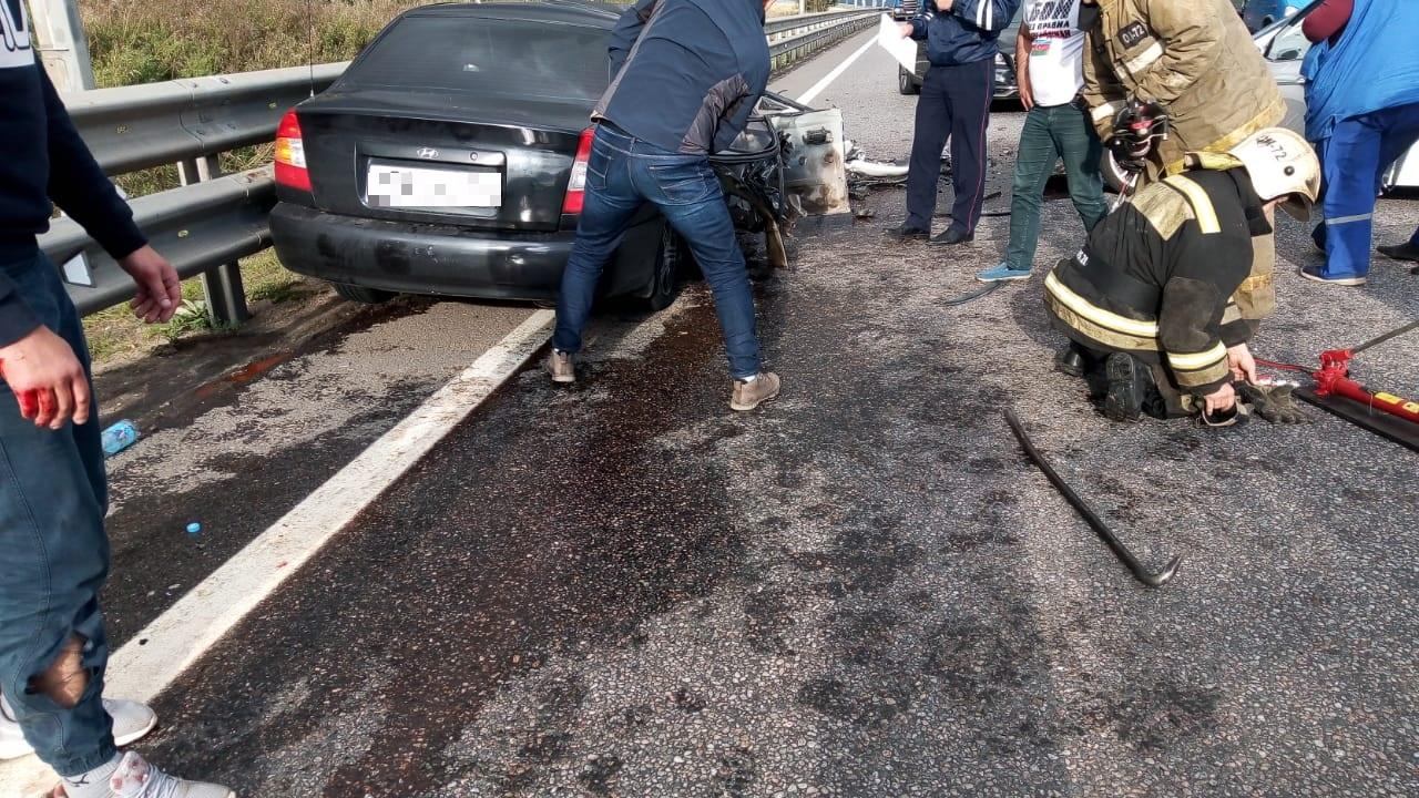 """Три человека пострадали в серьёзном ДТП на """"встречке"""" под Тверью"""