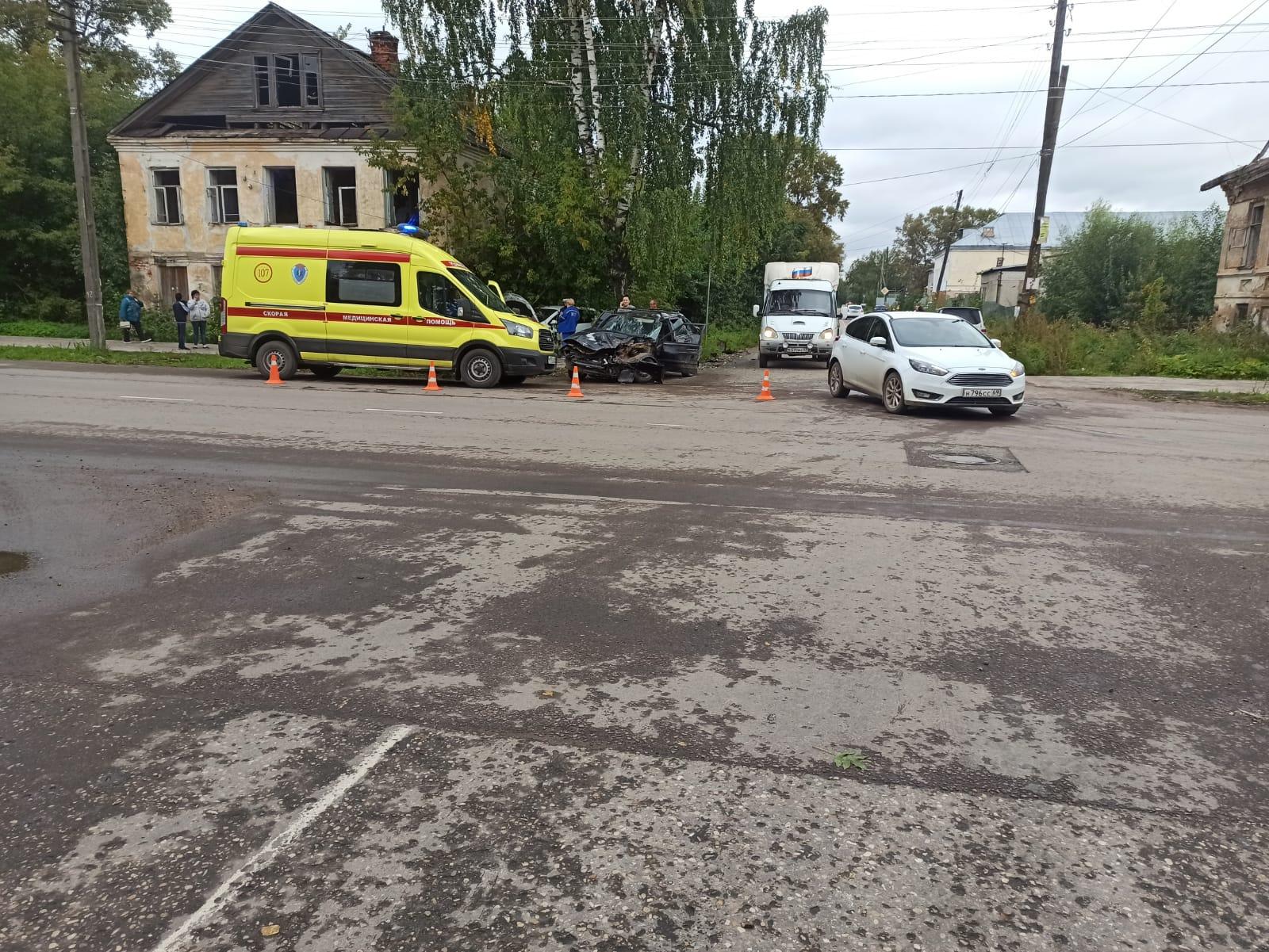 Четыре человека пострадали в ДТП в Тверской области