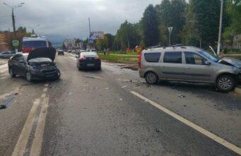 Мужчина пострадал в столкновении двух автомобилей в Твери