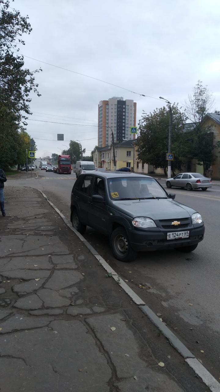 "В Твери 83-летний пенсионер на ""Шевроле Нива"" сбил девушку на пешеходном переходе"