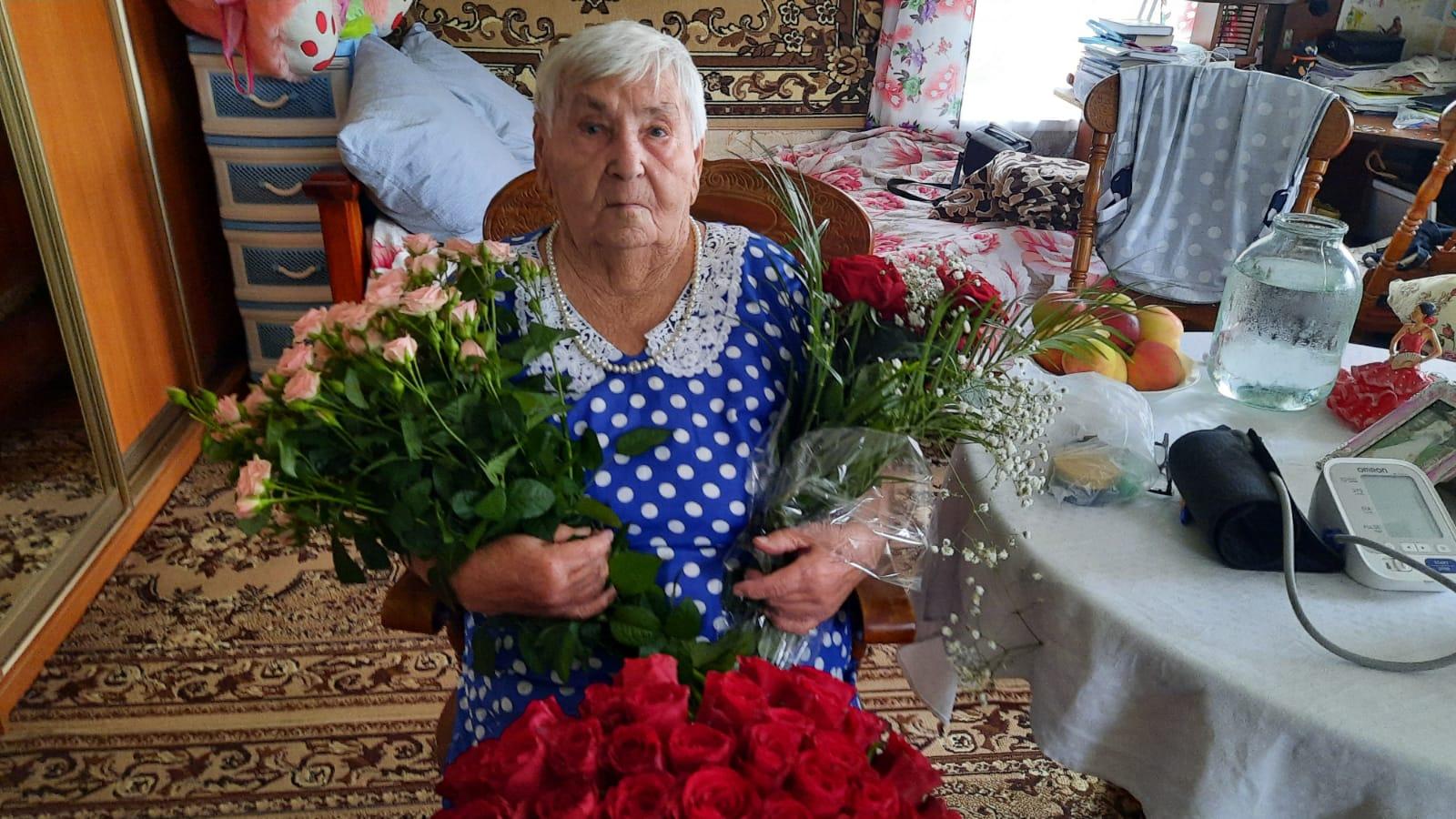 Игорь Руденя поздравил труженицу тыла Татьяну Александровну Моисееву, отмечающую столетний юбилей