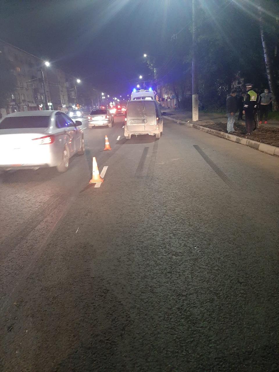 В Твери водитель сбил женщину рядом с пешеходным переходом