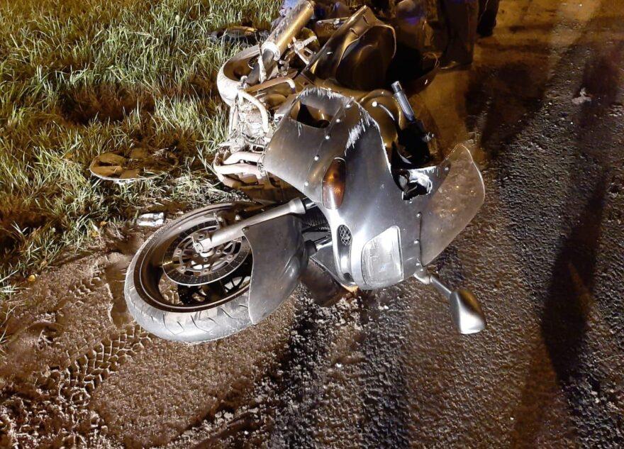 Уходя от столкновения, на М-10 в Тверской области перевернулся мотоцикл