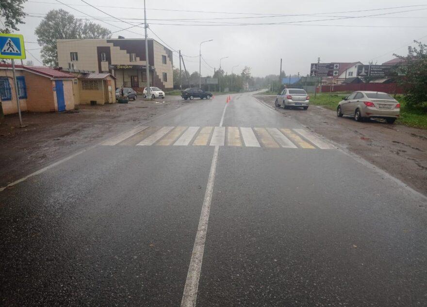 В Тверской области отечественная легковушка сбила двух людей на пешеходном переходе