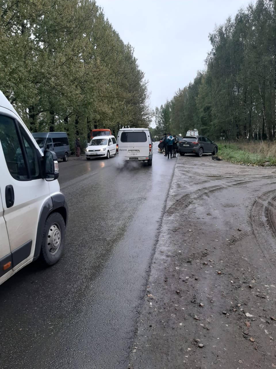 В Тверской области погиб водитель «Субару», который врезался в два КАМаза