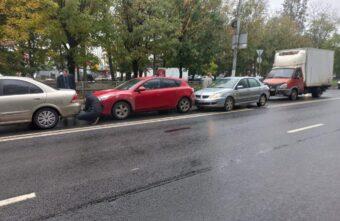 Два человека пострадали в столкновении четырёх машин в Твери