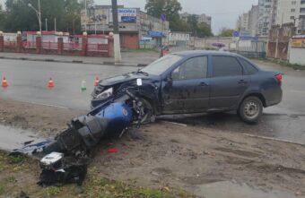 В аварии в Твери пострадал 22-летний мотоциклист