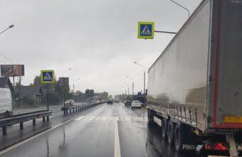 Водитель фуры устроил тройное ДТП на трассе М-10 под Тверью