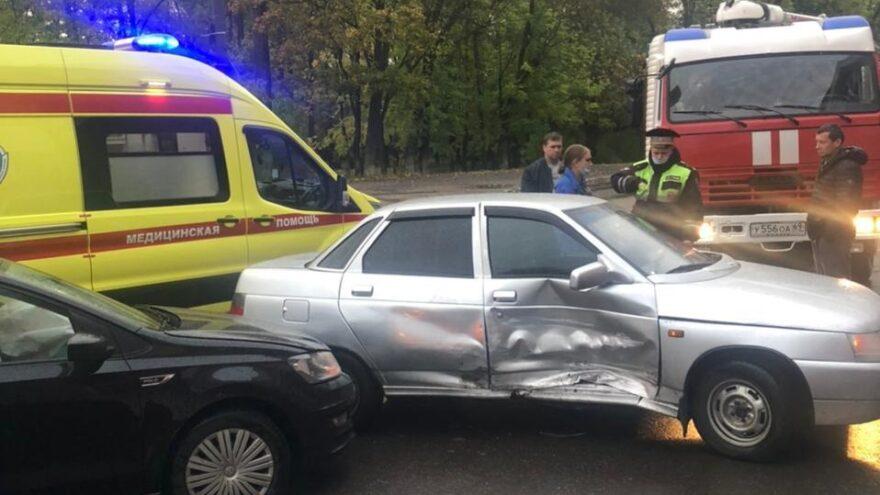 Две водительницы не поделили дорогу в центре Твери